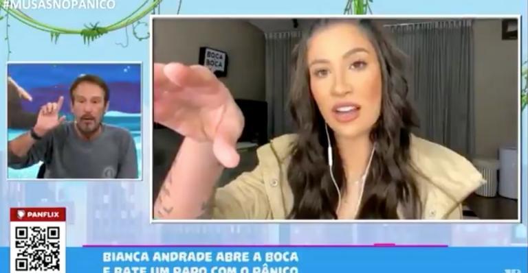 Durante a entrevista, Emílio Surita interrompeu a influenciadora digital diversas vezes