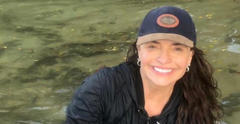 Luiza Tomé surge belíssima em clique na praia e recebe inúmeros elogios