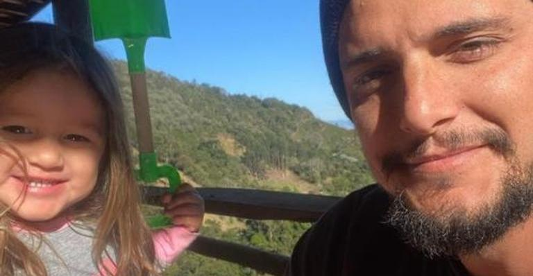 O ator fotografou a herdeira em meio à natureza e dividiu na web