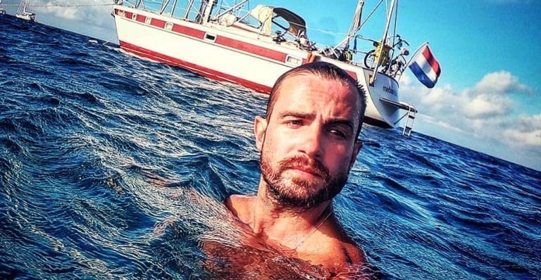 O ator decidiu viver sozinho em um veleiro após fim de relacionamento