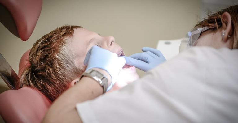 Veja os truques que ajudam a acabar com o medo de dentista dos pequenos