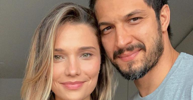 Influenciadora digital publicou foto com esposo e mandou um recado