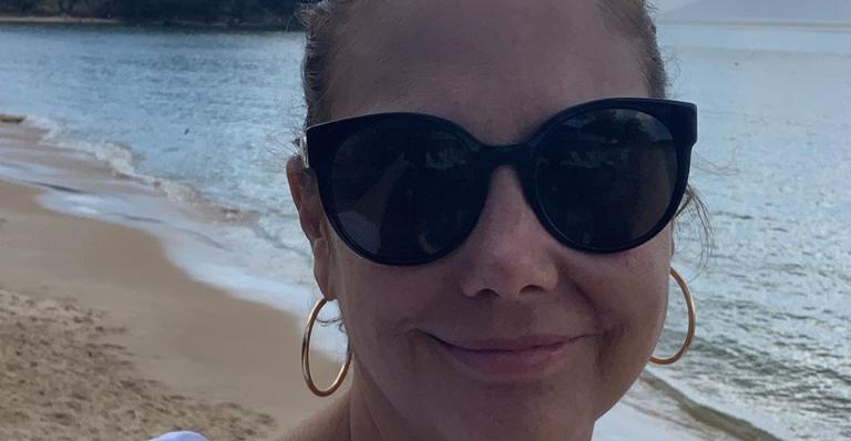 Atriz publicou foto com o esposo, Mauro Frias, na rede social