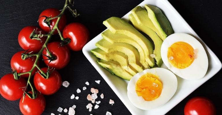 Aprenda o que comer e a quantidade ideal e em quanto tempo antes do treino