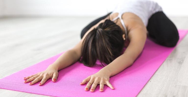 Nossa colunista Bianca Vilela ensina alguns exercícios para deixar o corpo pronto para começar o dia