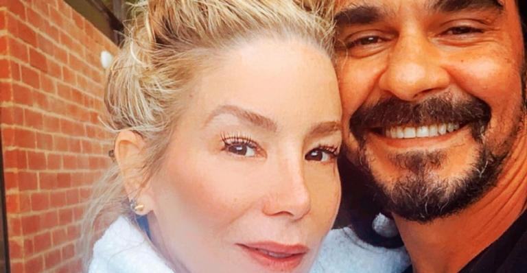 O ator compartilhou um clique cheio de amor com a esposa nas redes sociais
