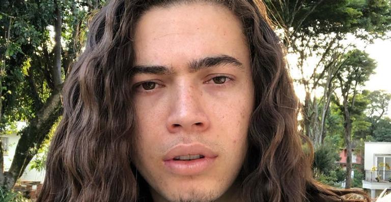 Preocupado com a situação em Manaus, humorista também chamou a atenção dos amigos artistas: ''Vamos retribuir?''