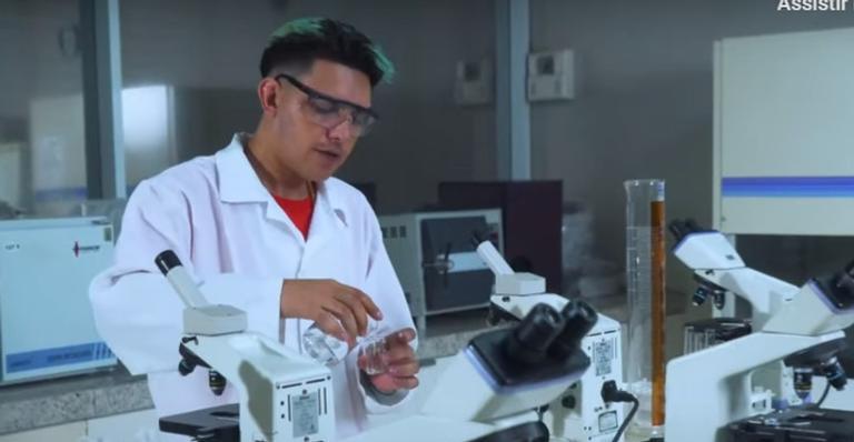 O clipe foi gravado na sede do Instituto Butantan; hit viralizou novamente após a chegada da vacina