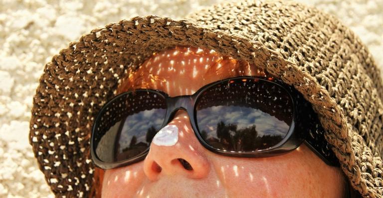 Os raios ultravioletas não saem de cena nunca. Por isso, é essencial manter a pele protegida contra os danos da radiação.