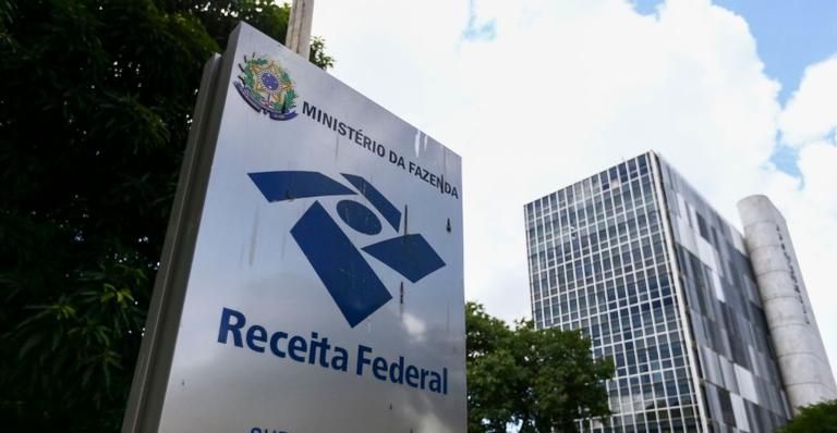 Brasileiros poderão prestar contas até o dia 30 de abril, através da internet
