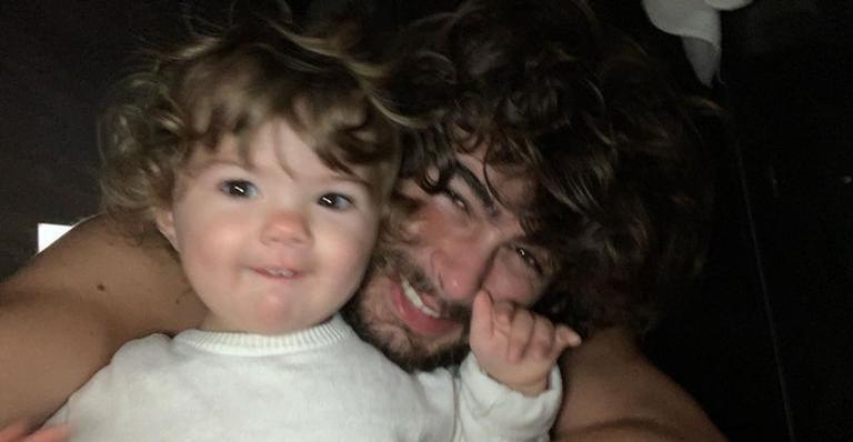 Rafa Vitti encanta ao posar ao lado da filha, Clara Maria: ''Pequeninha tá crescendo''