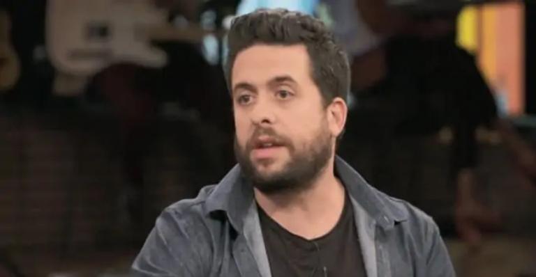 O humorista falou sobre luta do pai contra a doença e questionou sobre a falta de medicamentos nos hospitais
