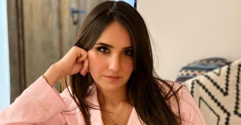 """Em entrevista exclusiva, a cantora ainda comentou da pressão estética para """"continuar bonita"""" mesmo após a gravidez"""