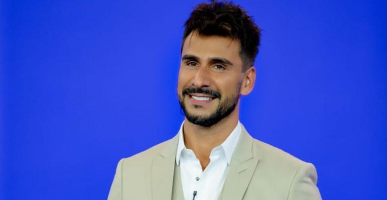 Ele também entregou a relação com as outras apresentadoras do 'TV Fama', Alinne Prado e Ligia Mendes