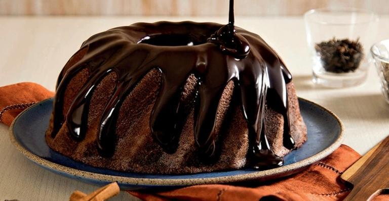 Anote os ingredientes e experimente este bolo quentinho e delicioso!