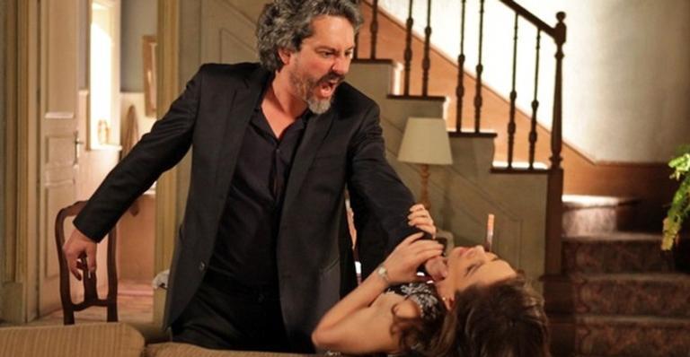O comendador ficará furioso ao saber que Cora armou teste de DNA