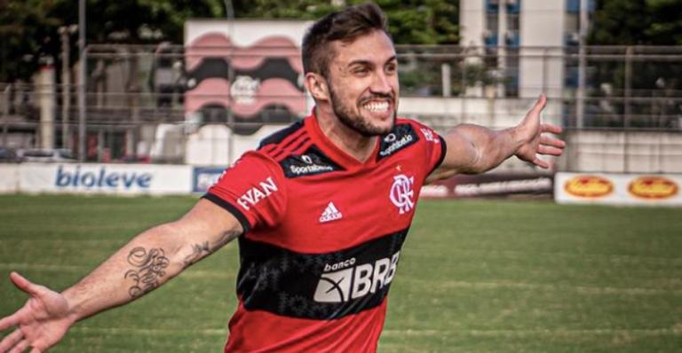 A notícia de que o ex-BBB jogará no Flamengo Fut 7 levou seus fãs à loucura