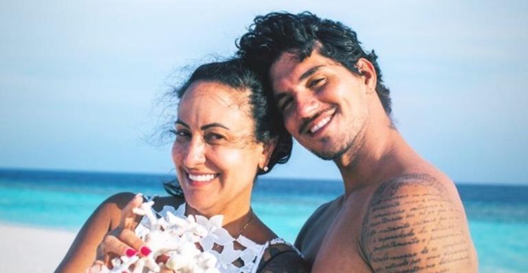 Surfista está afastado da família desde que oficializou seu matrimônio com Yasmin Brunet