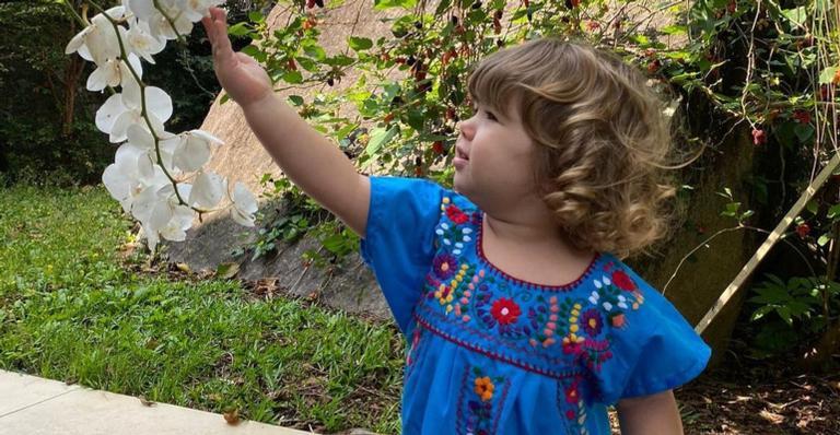 Apresentadora compartilhou um clique em que a filha está usando um presente de Ingrid Guimarães