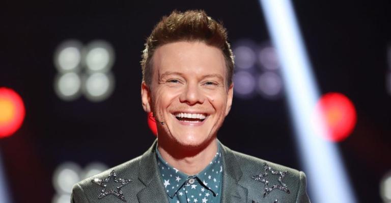Áudio do cantor não foi cortado durante os comerciais e surpreendeu os espectadores