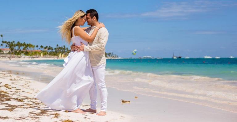 Modelo e o marido, Thiago Lopes, se casaram em dezembro do ano passado